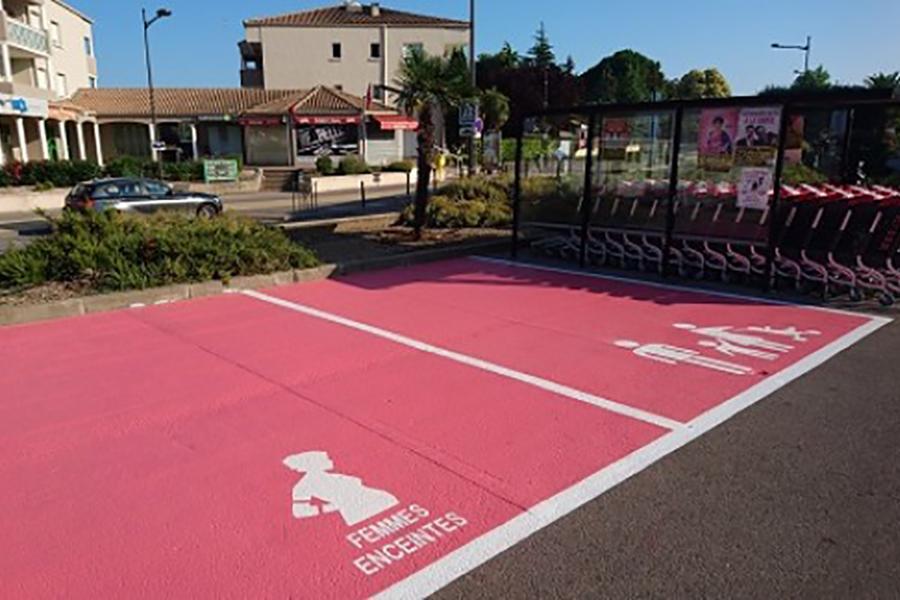place-parking-exterieur-femmes
